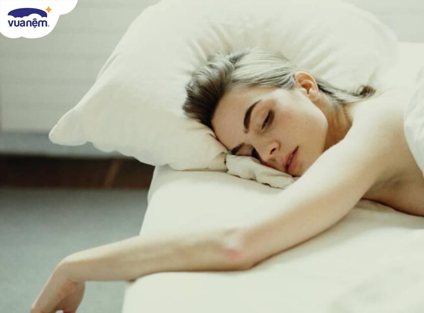 Ngủ sấp có tốt không? Chọn nệm cho người ngủ sấp như thế nào?