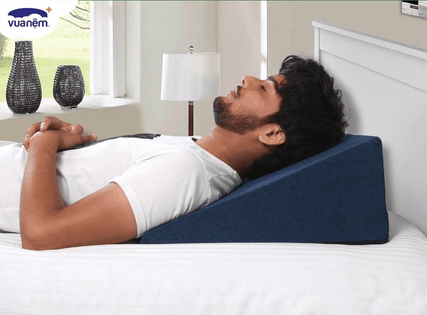 Người bị trào ngược dạ dày nên chọn gối ngủ như thế nào?