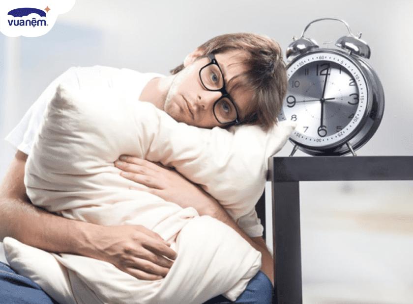 8 điều không nên làm trong phòng ngủ nếu không muốn thức tới sáng