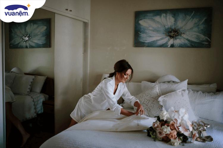 Cách trải ga giường cưới