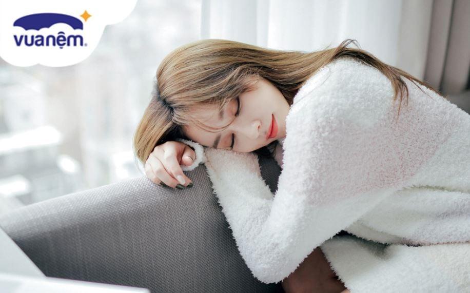 ngủ trưa dậy mệt mỏi